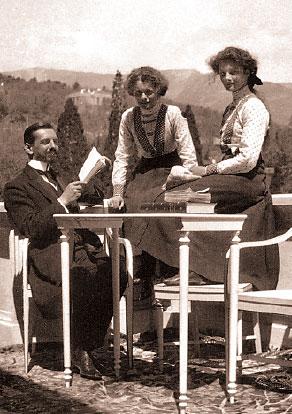Великие княжны Татьяна и Мария с Жильяром