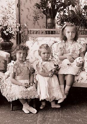 Великие княжны Ольга, Татьяна и Мария