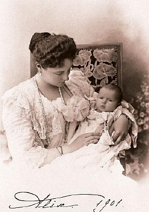 Александра Федоровна и Анастасия