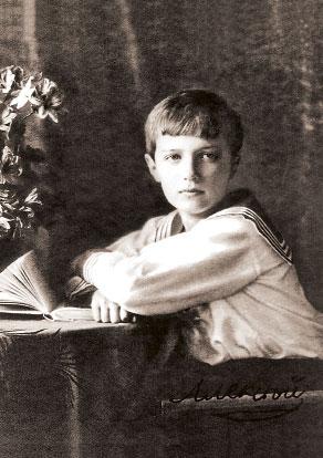 Цесаревич Алексей с книгой