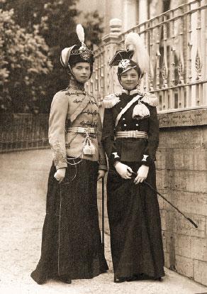 Великие княжны Ольга и Татьяна Николаевны