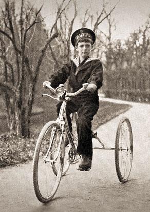 Цесаревич Алексей на велосипеде